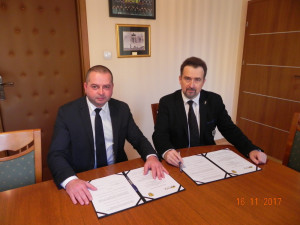 Porozumienie owspółpracy pomiędzy PWSZ wNowym Sączu aFundacją Tarcza